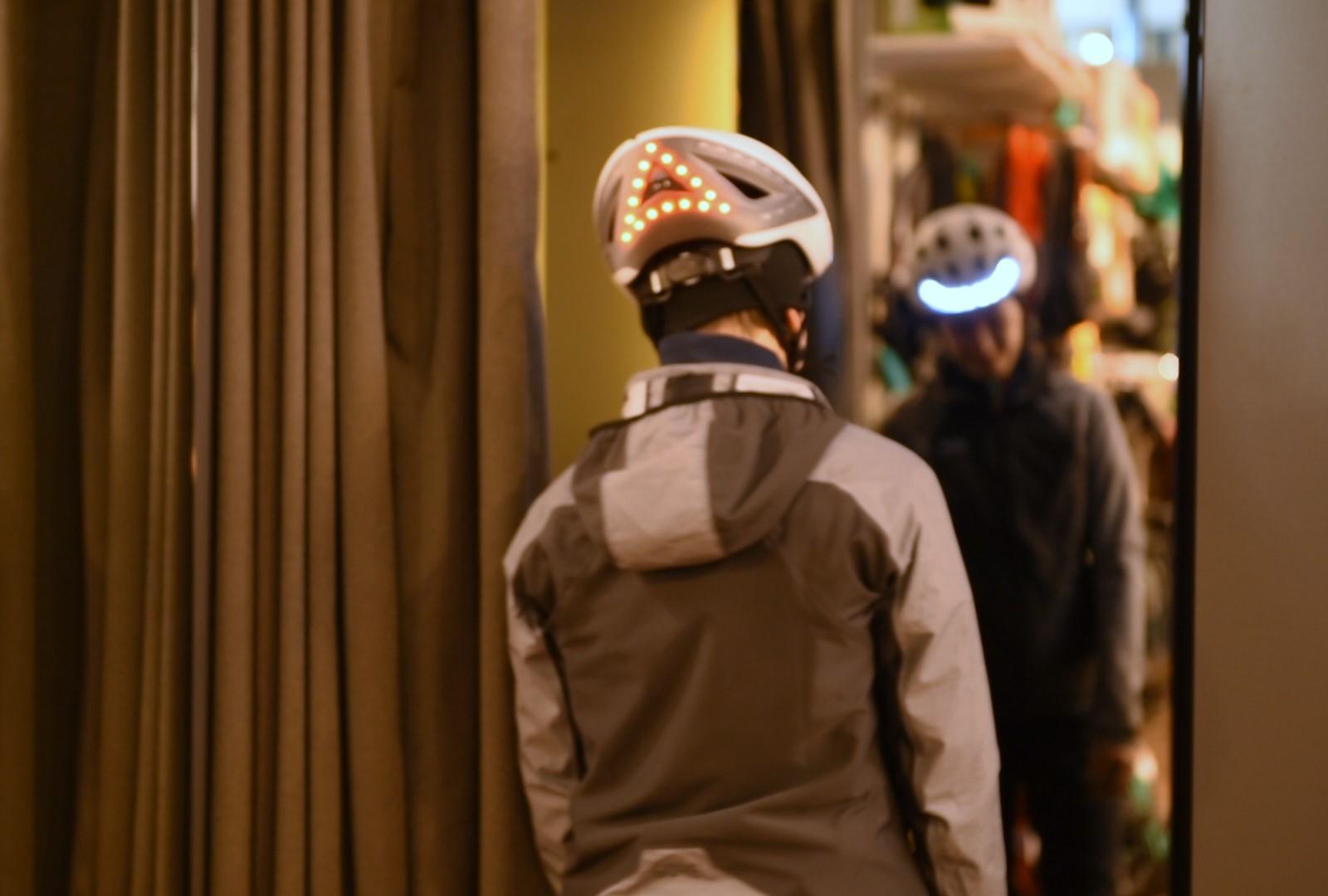 Lumos Kickstart Helm Bremslicht und Frontbeleuchtung