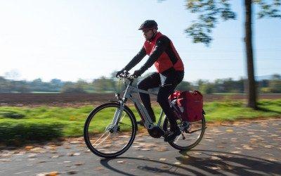 Mit einem CUBE Trekking E-Bike unterwegs